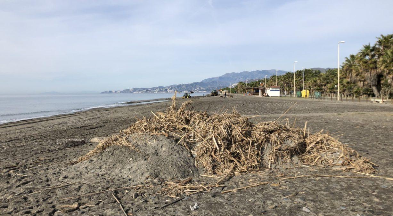 Mantenimiento y limpieza de playas en la Costa Tropical