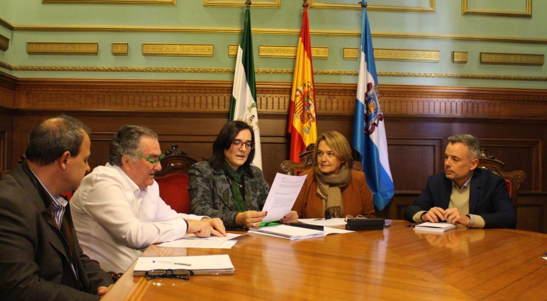 Ayuntamiento de Motril junto con la delegada territorial de Agricultura, Ganadería, Pesca y Desarrollo Sostenible en la provincia de Granada, María José Martín