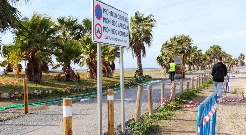 senda de pavimento blando en playa de poniente