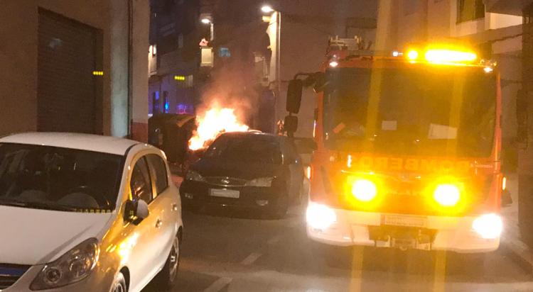 arde un vehículo en rambla del manjón