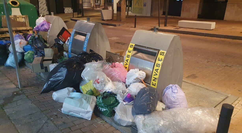 Acumulación de basuras en pleno centro de Motril