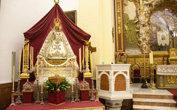 La Virgen de la Cabeza baja de su camarín, un hito histórico para el inicio de su novena