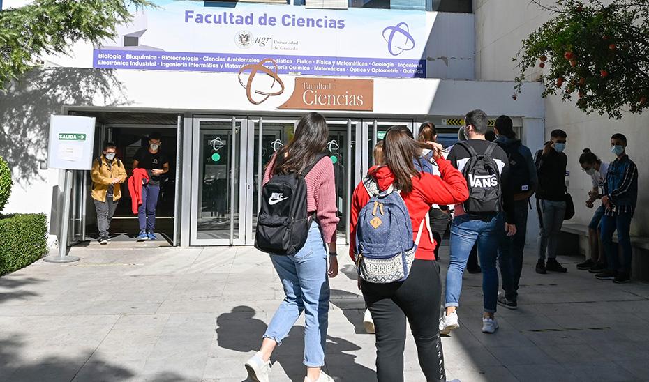 Último día antes de la suspensión de las clases presenciales de la Universidad de Granada