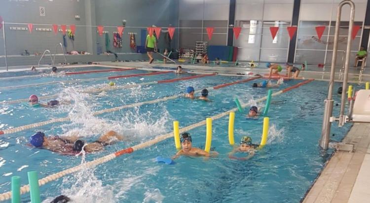 Time reabre su piscina con cursos de natación y actividades acuáticas