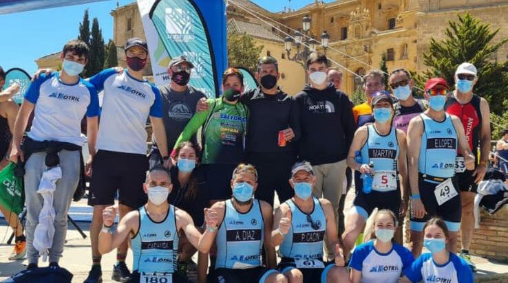 El CDLA Triatlón Motril debuta 'con nota' en el triatlón olímpico de Guadix