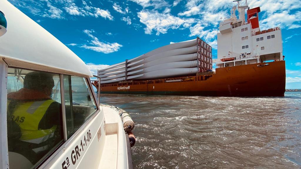 el puerto exporta mercancías